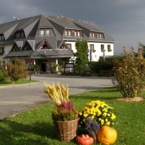 Hotel Waldesruh Vorgarten Herbst