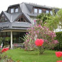 Hotel Waldesruh Garten im Frühling Eingangsbereich